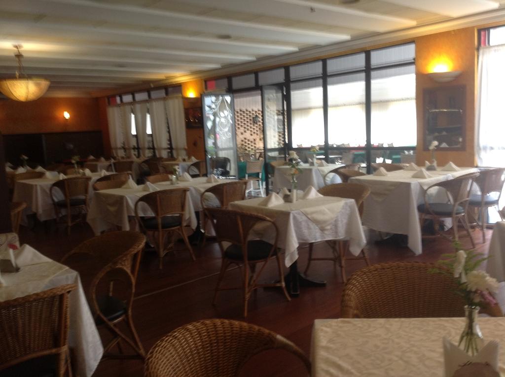 Restaurante Piaf Entrada pelo Hotel