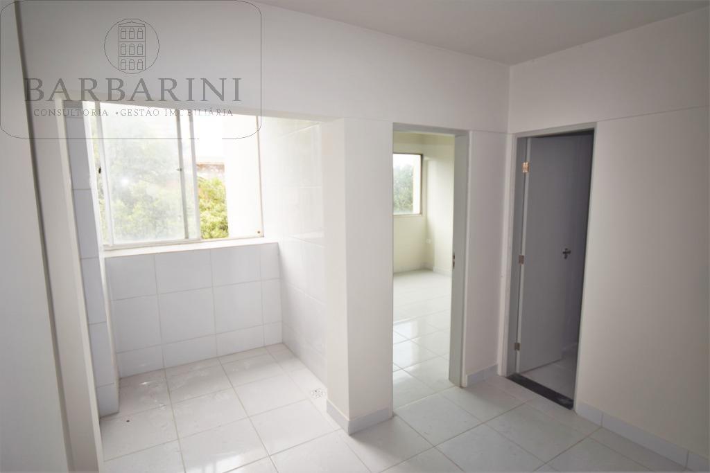 Sala com Varanda, entrada do quarto e banheiro