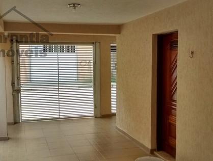 Ver mais detalhes de Casa com 3 Dormitórios  em Ayrosa - Osasco/SP