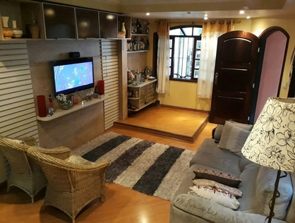 Ver mais detalhes de Casa com 4 Dormitórios  em Parque Pinheiros - Taboão da Serra/SP