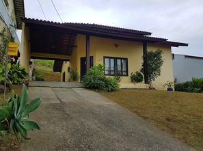 Ver mais detalhes de Casa com 2 Dormitórios  em Boa Vista - Joinville/SC