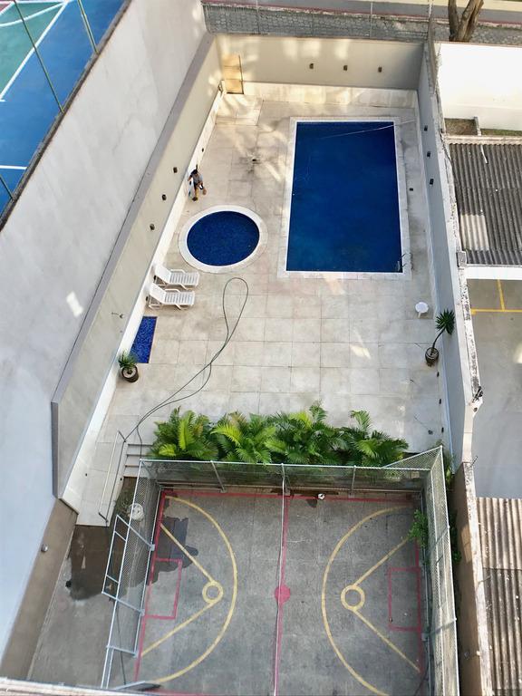 vista das piscinas e quadra