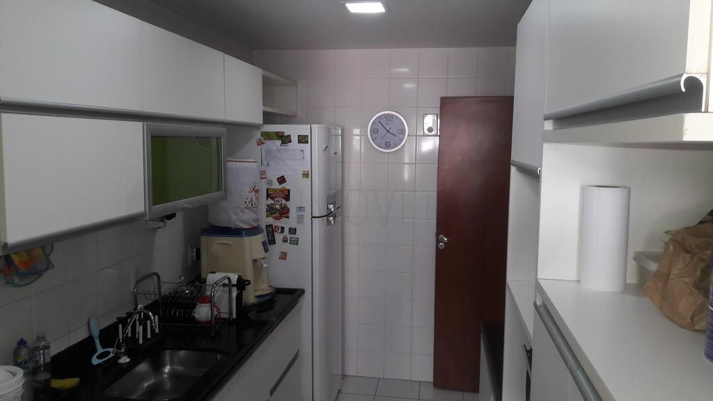 Apartamento / Padrão em Jardim Camburi - Vitória/ES com 3