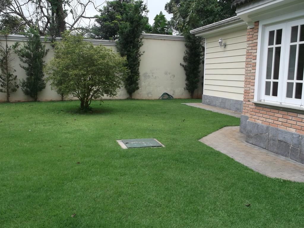 Amplo jardim