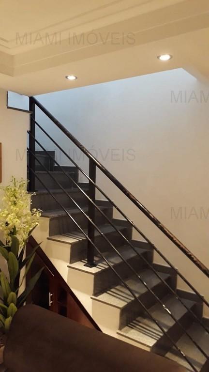 Escada de acesso ao pisosuperior