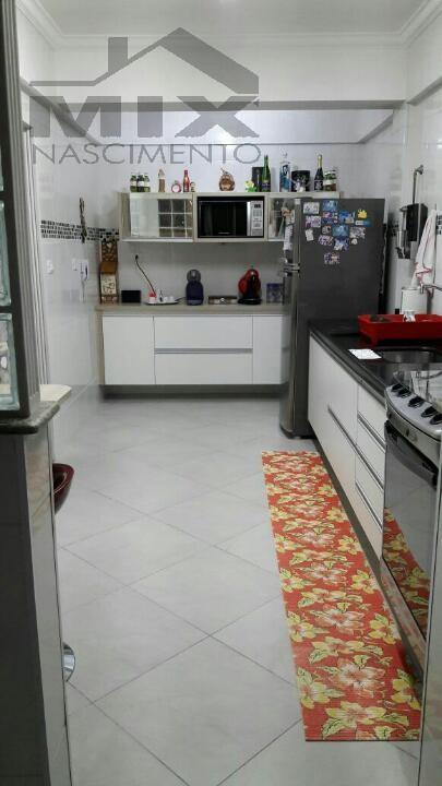 Cozinha ampla com armarios