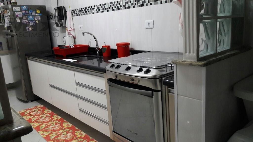 Cozinho com fogão sob medida