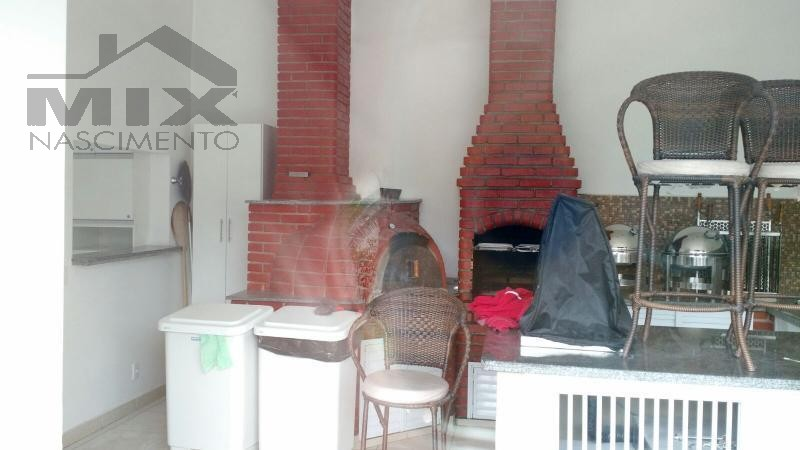Salão com churrasqueira