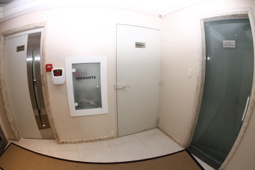Hall - Elevadores (tem 02 elevadores)