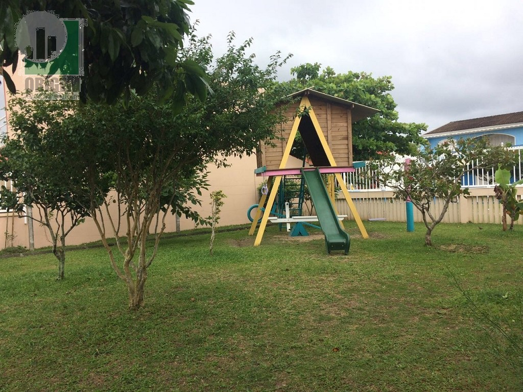 Playground e Árvores Frutíferas