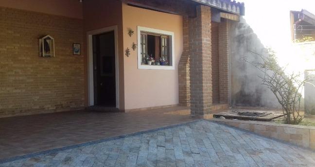 Ver mais detalhes de Casa com 3 Dormitórios  em Jardim Rosely - Pindamonhangaba/SP