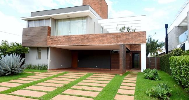 Ver mais detalhes de Casa com 4 Dormitórios  em Gleba Fazenda Palhano - Londrina/PR