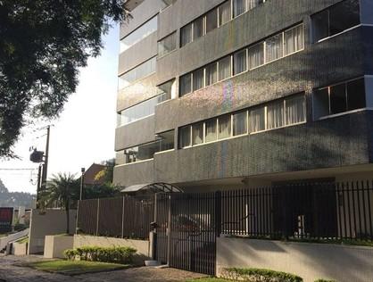 Ver mais detalhes de Apartamento com 4 Dormitórios  em Água Verde - Curitiba/PR