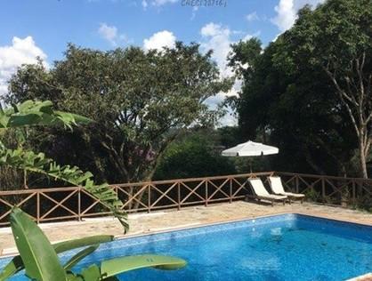 Ver mais detalhes de Casa com 4 Dormitórios  em Granja Viana - Jandira/SP
